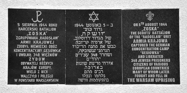 The inscription in Polish, Hebrew, and English